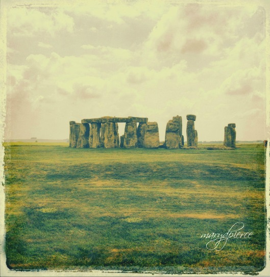 iconic stonehenge pm smaller
